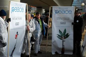 https://stopthedrugwar.org/files/vienna2009demo2.jpg